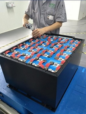 <b>Bright Star <br> 21kW 48 Volt 440 Ah </b><br> Lithium Battery Pack <br> 222.5 Lbs. / 100.9 Kg <br><br> $9,180 - Ocean Freight Shipping to Long Beach, California included